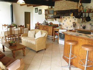 Amazing home in Montpeyroux w/ WiFi and 3 Bedrooms