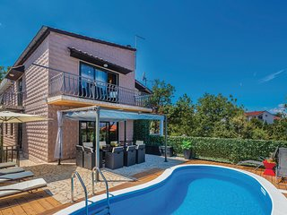 Awesome home in Vantacici w/ WiFi, 4 Bedrooms and Sauna
