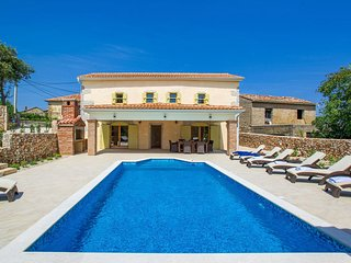 Beautiful home in Garica w/ WiFi and 4 Bedrooms