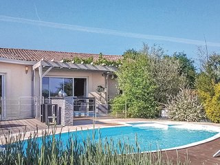 Awesome home in ST-MICHEL-L'ECLUSE/Le- w/ WiFi and 4 Bedrooms (FAD273)