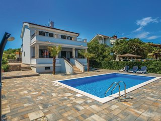 Amazing home in Porat w/ WiFi and 3 Bedrooms