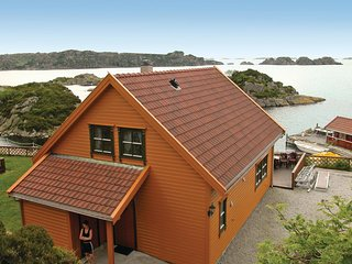 Amazing home in Kvalavåg w/ Sauna and 4 Bedrooms (N17102)