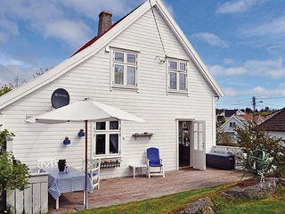 Amazing home in Skudeneshavn w/ 4 Bedrooms (N17320)