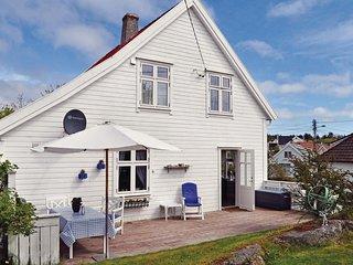Amazing home in Skudeneshavn w/ 4 Bedrooms
