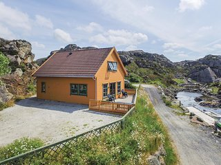 Awesome home in Kvalavag w/ Sauna and 4 Bedrooms