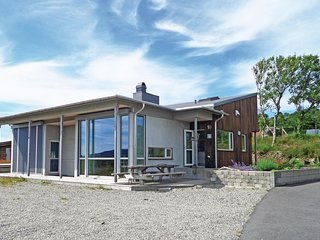 Beautiful home in Bokn w/ Sauna, WiFi and 5 Bedrooms
