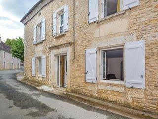 Beautiful home in Savignac-Les-Eglises w/ WiFi and 3 Bedrooms (FAD382)