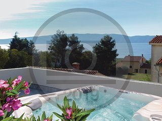 Nice home in Pinezici w/ Jacuzzi, WiFi and 4 Bedrooms