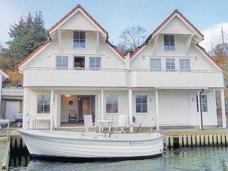 Nice home in Bakkasund w/ WiFi and 2 Bedrooms (N18005)