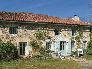 Nice home in St Fel. de Bourdeilles w/ Outdoor swimming pool and 3 Bedrooms (FAD