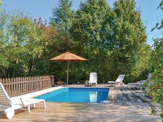 Nice home in St Fel. de Bourdeilles w/ Outdoor swimming pool and 3 Bedrooms