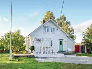 Awesome home in Tysværvåg w/ 2 Bedrooms