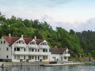 Amazing home in Vestre Vinnesvågen w/ WiFi and 4 Bedrooms