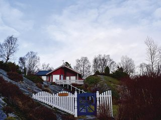 Stunning home in Sagvåg w/ WiFi and 2 Bedrooms