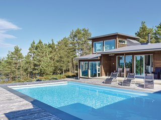 Stunning home in Valevåg w/ WiFi and 4 Bedrooms