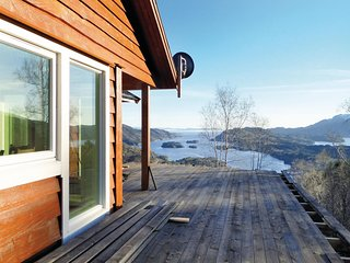 Stunning home in Holmefjord w/ 4 Bedrooms