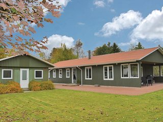 Awesome home in Toftlund w/ WiFi and 5 Bedrooms