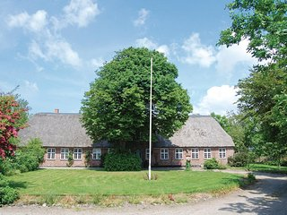 Nice home in Hojer w/ Sauna, WiFi and 6 Bedrooms (B1040)