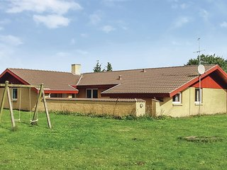 Awesome home in Oksbol w/ Sauna, WiFi and 5 Bedrooms