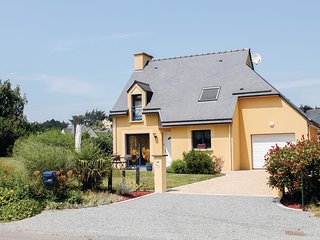 Amazing home in Planguenoual w/ 3 Bedrooms