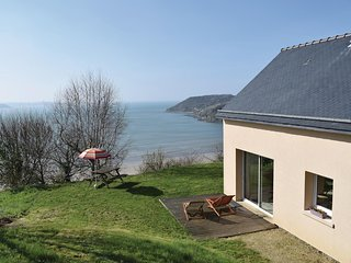 Awesome home in Saint Michel en Greve w/ WiFi and 3 Bedrooms