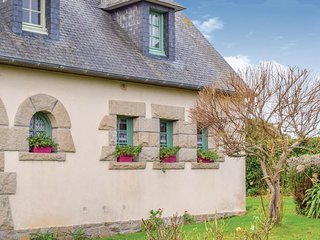 Beautiful home in Penvénan w/ WiFi and 1 Bedrooms