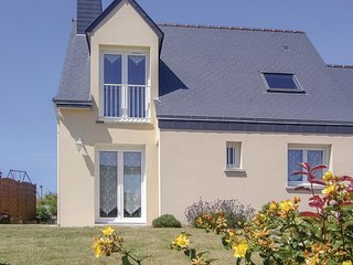 Nice home in Plerin w/ WiFi and 3 Bedrooms