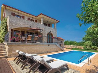 Awesome home in Krk w/ WiFi and 4 Bedrooms