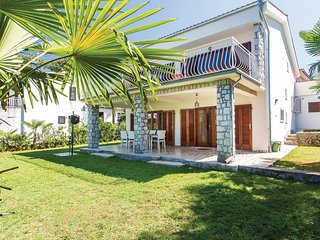 Amazing home in Malinska w/ WiFi and 4 Bedrooms