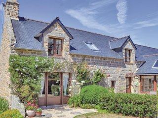 Nice home in Tregunc w/ WiFi and 3 Bedrooms
