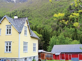 Stunning home in Eidfjord w/ WiFi and 4 Bedrooms (N19566)