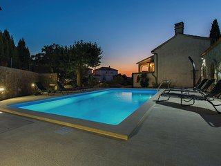 Stunning home in Malinska w/ WiFi and 2 Bedrooms