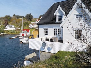 Beautiful home in Steinsland w/ WiFi and 4 Bedrooms (N20015)