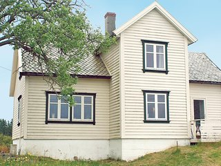 Awesome home in Tjeldsto w/ 4 Bedrooms