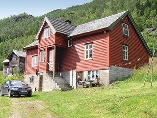 Nice home in Evanger w/ 3 Bedrooms
