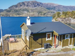 Beautiful home in Eikelandsosen w/ Sauna, WiFi and 3 Bedrooms