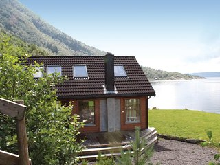 Awesome home in Masfjorden w/ 5 Bedrooms