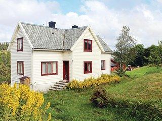 Amazing home in Sletta w/ 4 Bedrooms