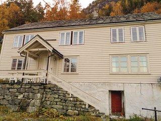 Amazing home in Vallavik w/ 4 Bedrooms (N19705)