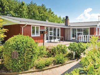Nice home in Hemmet w/ WiFi and 3 Bedrooms