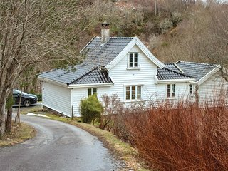 Beautiful home in Blomsterdalen w/ WiFi and 3 Bedrooms