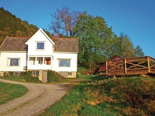 Amazing home in Lonevåg w/ WiFi and 3 Bedrooms