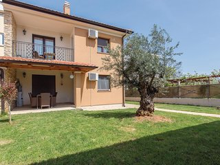 Amazing home in Vantacici w/ WiFi and 1 Bedrooms