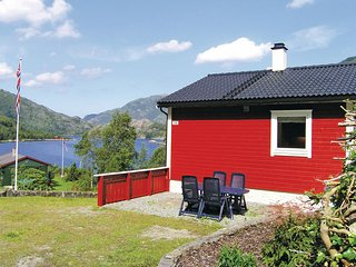 Beautiful home in Dalsøyra w/ WiFi and 4 Bedrooms (N21085)