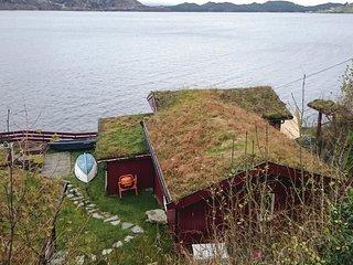 Nice home in Hyllestad w/ 4 Bedrooms