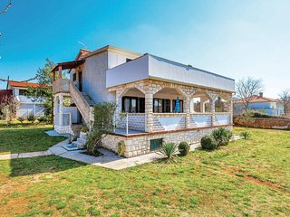 Stunning home in Pinezici w/ WiFi and 3 Bedrooms