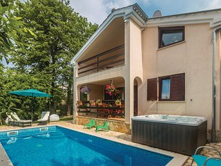 Amazing home in Njivice w/ Sauna, WiFi and 3 Bedrooms