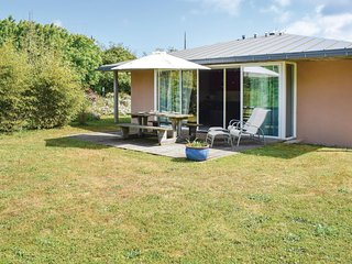 Nice home in Guisseny w/ WiFi, 3 Bedrooms and Sauna