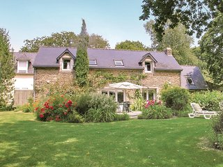 Amazing home in Pont Aven w/ WiFi and 4 Bedrooms