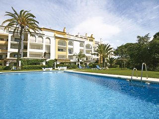 Amazing home in Marbella-Cabopino w/ 2 Bedrooms